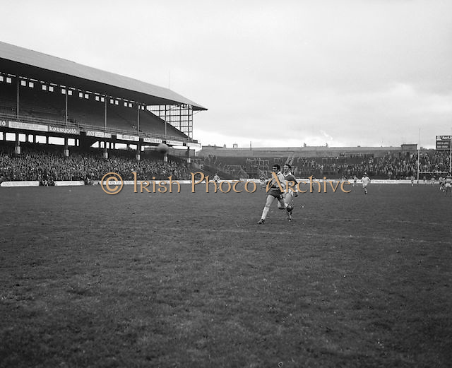 Offaly and Donegal players both making  run for the ball during the All Ireland Senior Gaelic Football Final, Donegal v Offaly in Croke Park on 24 September 1972.