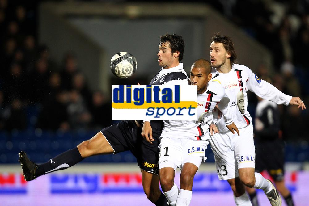 FOOTBALL - FRENCH CHAMPIONSHIP 2009/2010 - L1 - GIRONDINS BORDEAUX v US BOULOGNE - 30/01/2010 - PHOTO ERIC BRETAGNON / DPPI -YOANN GOURCUFF (BOR) / HABIB BELLAID (BOU)
