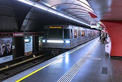 THEMENBILD - eine Zuggarnitur der U1 bei der Einfahrt in die Station Stephansplatz, aufgenommen am 03. Juli 2017, Wien, Österreich // A train set of the U1 drives into the station Stephansplatz, Vienna, Austria on 2017/07/03. EXPA Pictures © 2017, PhotoCredit: EXPA/ JFK