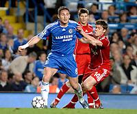 Photo: Richard Lane.<br />Chelsea v Liverpool. UEFA Champions League. Semi Final, 1st Leg. 25/04/2007. <br />Chelsea's Frank Lampard breaks from Liverpool's Xabi Alonso.