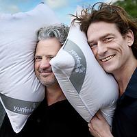 Nederland, Amsterdam , 11 mei 2012..Stephan Zeijlemaker (l) en Rob van Dool van Yumeko..Yumeko is een bedrijf dat verantwoord geproduceerde dekbedden, kussens en beddengoed verkoopt. .Foto:Jean-Pierre Jans
