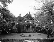 Y-480513. old Roth mansion on NW Hoyt between 16th & 17th. May 13, 1948
