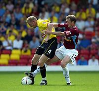 Photo. Chris Ratcliffe. Digitalsport<br /> Watford v Burnley. The League Championship. 14/08/2004<br /> Watford's Brynjar Gunnarsson and Tony Grant of Burnley tussle for the ball