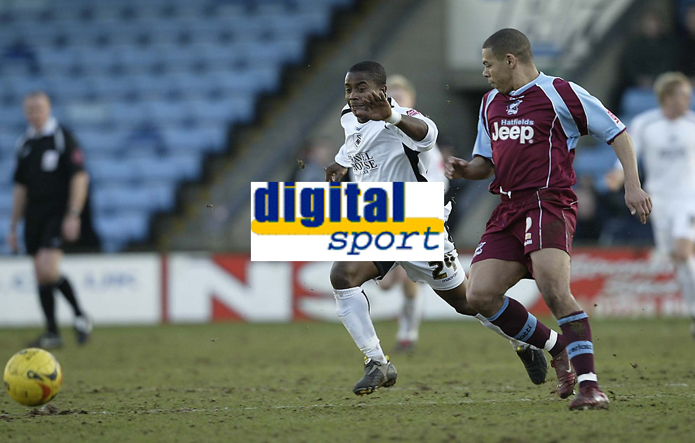 Photo: Aidan Ellis.<br /> Scunthorpe United v Swansea City. Coca Cola League 1. 18/02/2006.<br /> Swansea's Leon Knight chases down Scunthorpe's Nathan Stanton