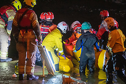 © Licensed to London News Pictures. 09/05/2021. London, UK. Emergency services attempt to rescue a trapped Minke whale at Richmond Lock and Weir. Photo credit: Peter Manning/LNP