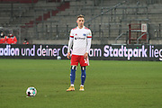 Fussball: 2. Bundesliga, FC St. Pauli - Hamburger SV, Hamburg, 01.03.2021<br /> Sonny Kittel (HSV) beim Freistos<br /> © Torsten Helmke