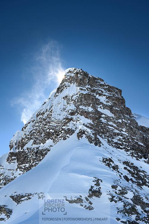 Windfahnen am Gipfel des Gross Chärpf, Kanton Glarus, Schweiz /<br /> <br />  Wind flags at the summit of Gross Chärpf, Canton Glarus, Switzerland /