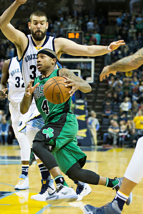 MEMPHIS, TN - JANUARY 10:  Isaiah Thomas #4 of the Boston Celtics drives to the basket around Marc Gasol #33 of the Memphis Grizzles at the FedExForum on January 10, 2016 in Memphis, Tennessee.  The Grizzlies defeated the Celtics 101-98.  NOTE TO USER: User expressly acknowledges and agrees that, by downloading and or using this photograph, User is consenting to the terms and conditions of the Getty Images License Agreement.  (Photo by Wesley Hitt/Getty Images) *** Local Caption *** Marc Gasol; Isaiah Thomas