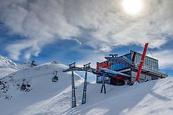 THEMENBILD - Bergstation und Bergrestaurand Adlerlounge während einer Skitour zum Kals Matreier Törl. Kals am Großglockner, Österreich am Donnerstag, 8. März 2018 // Gondolastation and Mountainrestaurant Adlerlounge during a ski tour to the Kals Matreier Toerl Thursday, March 8, 2018 in Kals am Grossglockner, Austria. EXPA Pictures © 2018, PhotoCredit: EXPA/ Johann Groder