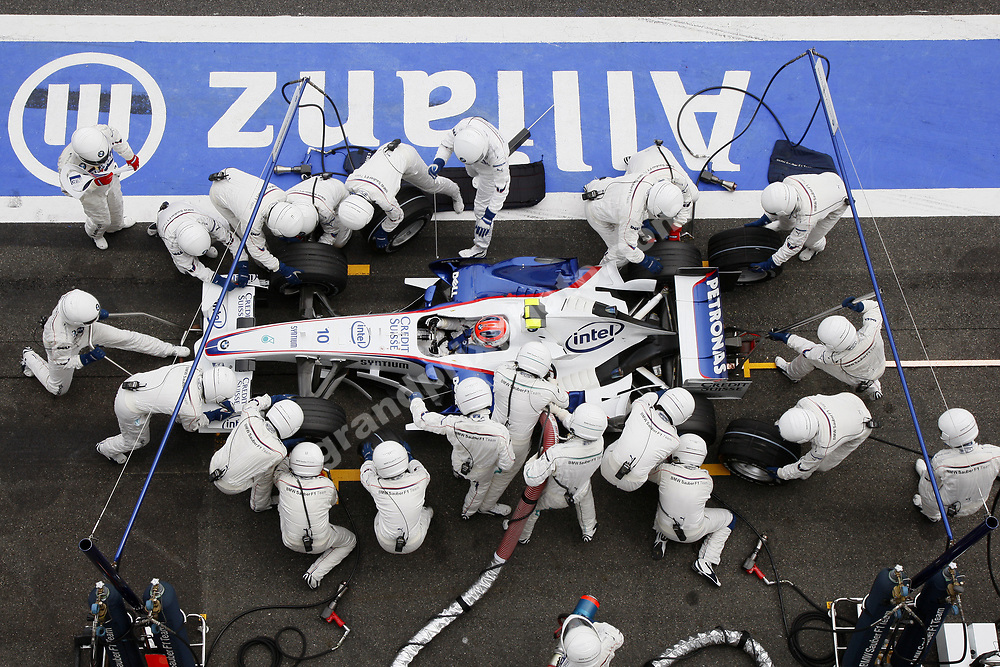 Robert Kubica (BMW) during a pit stop in the 2007 Franch Grand Prix in Magny-Cours. Photo: Grand Prix Photo