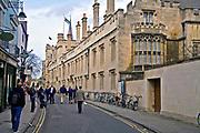 Oxford 2009-03-07. Miasto w południowej Anglli głównie znane jako siedziba Uniwersytetu Oxfordzkiego. Turl Street.