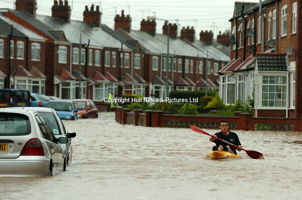 25 June 2007: A man canoes down a flooded street in Hessle, near Hull, this afternoon.<br />Picture:Sean Spencer/Hull News & Pictures 01482 210267/07976 433960<br />High resolution picture library at http://www.hullnews.co.uk<br />©Sean Spencer/Hull News & Pictures Ltd