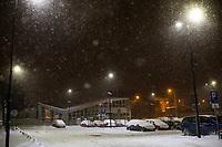 Bialystok, 16.01.2021. Gwaltowny atak zimy, w ciagu paru godzin przybylo kilkanascie centymetrow sniegu N/z zasniezone samochody na parkingu dworca PKP Bialystok fot Michal Kosc / AGENCJA WSCHOD