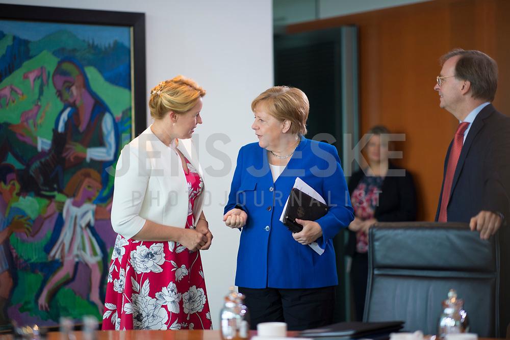 DEU, Deutschland, Germany, Berlin, 21.08.2019: Bundesfamilienministerin Dr. Franziska Giffey (SPD) und Bundeskanzlerin Dr. Angela Merkel (CDU) vor Beginn der 64. Kabinettsitzung im Bundeskanzleramt.