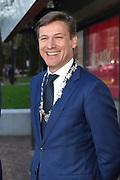 Koning Willem Alexander bij vijftigjarig jubileum SIRE - Stichting Ideele Reclame in het Tropenmuseum, Amsterdam<br /> <br /> Op de foto: Pieter Litjens , Locoburgemeester van de gemeente Amsterdam