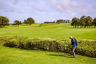 03-05-2018 The Point at Polzeath Golf Club, Wadebridge  Cornwall, Engeland<br /> <br /> The Point - Naar walletje in hoek van hole 9