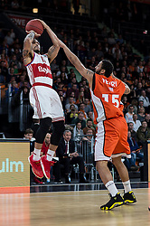 10.02.2016, ratiopharm arena, Ulm, GER, ULEB Eurocup, ratiopharm Ulm gegen FC Bayern Muenchen, Top 32 Runde, im Bild Justin Cobbs #10 (FC Bayern), Pierria Henry #15 (ratiopharm Ulm) // during the round of last 32 match of the ULEB Eurocup Basketball between ratiopharm Ulm an FC Bayern Munich at the ratiopharm arena in Ulm, Germany on 2016/02/10. EXPA Pictures © 2016, PhotoCredit: EXPA/ Eibner-Pressefoto/ Walther<br /> <br /> *****ATTENTION - OUT of GER*****