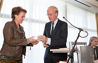 SOESTDUINEN - Liz Weima komt in het bestuur van de NGF. Algemene Ledenvergadering van de NGF (Nederlandse Golf Federatie) met bestuurswisseling. rechts Ronald Pfeiffer. COPYRIGHT KOEN SUYK