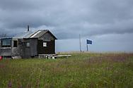 Alaskas flagga utanför en stuga vid kusten utanför Nome. Alaska, USA<br /> <br /> Fotograf: Christina Sjögren<br /> <br /> Photographer: Christina Sjogren<br /> Copyright 2018, All Rights Reserved