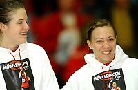 Håndball damer Møbelringen Cup 27.11.05,<br /> Norge - Danmark 22-31, tross dagens tap var Kjersti Beck og Camilla Thorsen fornøyde med å komme på All Star Team<br /> Foto: Carl-Erik Eriksson, Digitalsport