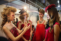 Bastidores da produção de shows na na Hair Brasil - 13ª Feira Internacional de Beleza, Cabelos e Estética, que acontece de 12 a 15 de abril de 2014 das 10h às 20 horas nos Pavilhões do Expo Center Norte. FOTO: Jefferson Bernardes/ Agência Preview