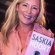 NLD/Amsterdam/20160705 - Boekpresentatie Huidpijn van Sakia Noort, Saskia en haar boek
