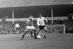 Tottenham Hotspur's Martin Peters (r) challenges Arsenal's Eddie Kelly (l)