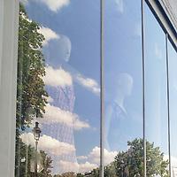 Look at that sky! The perfect weather to go outside! Just a few small clouds,<br /> enough to make it more interesting, visually.<br /> Why are you staying inside? What do you mean, you're just mannequins? Just step<br /> through the looking glass! Come on!<br /> <br /> Or could it be I was the one who had been indoors for too long?<br /> One thing's for sure, the weather was wonderful in Paris, in May and I was finally<br /> allowed to spend a lot of time outdoors. And so I did.<br /> <br /> <br /> Regardez ce ciel ! Un temps parfait pour aller dehors ! Juste quelques petits<br /> nuages, de quoi rendre la scène plus intéressante, visuellement.<br /> Pourquoi restez-vous à l'intérieur ? Comment ça, vous n'êtes que des mannequins ?<br /> Passez juste de l'autre côté du miroir ! Allez !<br /> <br /> Ou peut-être était-ce juste moi qui étais resté trop longtemps enfermé ?<br /> Une chose était sûre, le temps était parfait à Paris, en mai et j'avais enfin<br /> le droit de passer beaucoup de temps dehors. Et c'est donc ce que j'ai fait.