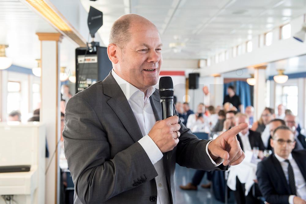 05 JUN 2018, BERLIN/GERMANY:<br /> Olaf Scholz, SPD, Bundesfinanzminister, spricht zu den Teilnehmern der Spargelfahrt des Seeheimer Kreises der SPD, Anleger Wannsee<br /> IMAGE: 20180605-01-127<br /> KEYWORDS: Rede, speech