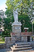 Tuchola, 2011-07-05. Pomnik św. Małgorzaty - patronki Tucholi
