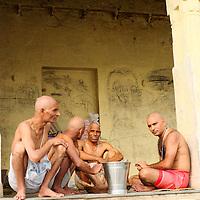 People at Hanuman Ghat after bathing at Lake Pichola
