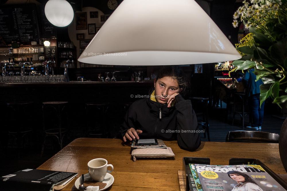 Rotterdam, coffee break with ereader