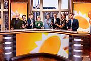 HILVERSUM, 03-09-2021 , Mediapark<br /> <br /> 20 jarig feestelijk momentje RTL Boulevard met huidige presentatoren<br /> <br /> Op de foto: Programmadirecteur van RTL Peter van der Vorst met Marieke Elsinga, Bridget Maasland, Vivienne van den Assem, Eddy Zoey,  Luuk Ikink, Lex Uiting en Daan Nieber