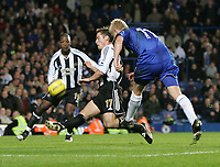 Photo: Lee Earle.<br /> Chelsea v Newcastle United. The Barclays Premiership.<br /> 19/11/2005. Chelsea's Damien Duff scores their third.