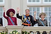 "De ""balkonscène"" van de koninklijke familie op Paleis Nooreinde o, Prinsjesdag 2012. /// Royal family at palace Noordeinde on ""Prinsjesdag""in The Hague<br /> <br /> Op de foto / On the photo: <br />  Prinses Maxima, prins Willem-Alexander en koningin Beatrix"