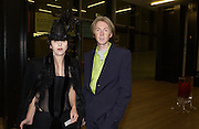 Isabella Blow and Philip treacy. Dinner at the opening of Surrealism exhibition. Tate Gallery. 17 September 2001/  © Copyright Photograph by Dafydd Jones 66 Stockwell Park Rd. London SW9 0DA Tel 020 7733 0108 www.dafjones.com