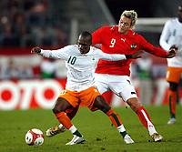 Fotball<br /> Privatlandskamp<br /> Østerrike v Elfenbenskysten<br /> 17.10.2007<br /> Foto: Gepa/Digitalsport<br /> NORWAY ONLY<br /> <br /> Gilles Yapi-Yapo (CIV) und Roman Kienast (AUT)