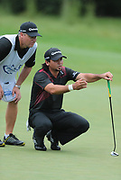 Golf<br /> Foto: imago/Digitalsport<br /> NORWAY ONLY<br /> <br /> September 2, 2013: Jason Day gets help from his caddie on the 13th during the Final Round of the Deutsche Bank Championship at TPC Boston, Norton, MA on September 2, 2013.