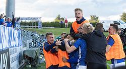 Jublende Lyngby-spillere og reserver efter scoringen til 2-1 under kampen i 3F Superligaen mellem Lyngby Boldklub og Hobro IK den 20. juli 2020 på Lyngby Stadion (Foto: Claus Birch).