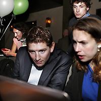 Nederland, amsterdam , 19 maart 2014.<br /> Jan Paternotte lijsttrekker D-66 tijdens Gemeenteraadsverkiezingen hier in café van Rijn op het Rembrandtplein bekijkt prognoses samen met partijgenote<br /> Foto:Jean-Pierre Jans
