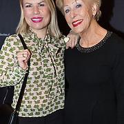 NLD/Amsterdam/20180222 - Premiere Vele Hemels boven de Zevende, Anne-marie Jung met haar moeder