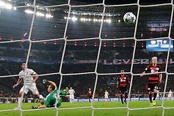 20.10.2015, BayArena, Leverkusen, GER, UEFA CL, Bayer 04 Leverkusen vs AS Roma, Gruppe E, im Bild Tor zum 2:4 durch Iago Falque (#14, AS Rom) mit Bernd Leno (#1, Torwart, Bayer 04 Leverkusen) // during UEFA Champions League group E match between Bayer 04 Leverkusen and AS Roma at the BayArena in Leverkusen, Germany on 2015/10/20. EXPA Pictures © 2015, PhotoCredit: EXPA/ Eibner-Pressefoto/ Deutzmann<br /> <br /> *****ATTENTION - OUT of GER*****