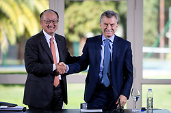 """(170818) -- OLIVOS, Aug. 18, 2017 (Xinhua) -- Argentine President Mauricio Macri (R) shakes hands with World Bank President Jim Yong Kim, after a joint press conference at the Presidential Country House, in Olivos city, 15km from Buenos Aires, Argentina, on Aug. 17, 2017. World Bank President Jim Yong Kim on Thursday praised China's anti-poverty measures which have successfully lifted """"hundreds of millions"""" of people out of poverty. (Xinhua/Martin Zabala) (fnc) (lrz) (Photo by Xinhua/Sipa USA)"""