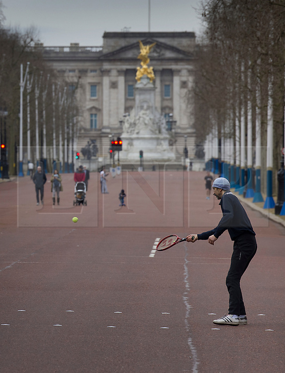 © Licensed to London News Pictures. 21/02/2021. London, UK. A man plays a quick game of tennis in a nearly deserted Mall in sight of Buckingham Palace in central London. Temperatures reached 14 C in parts of the south today. Photo credit: Peter Macdiarmid/LNP