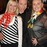 NLD/Hilversum/20061227 - Perspresentatie X-Factor kandidaten, groep Hearts, vlnr: Nancy, Mark en Sonja