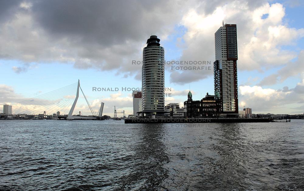 09-12-2006 ALGEMEEN: ROTTERDAM VANAF DE MAAS: ROTTERDAM<br /> De board of Executive Committee CEV waren uitgenodigd door Rotterdam, Rotterdam Topsport en de NeVoBo voor de uitleg van Operation Restore Confidence en kregen een tochtje over de Maas / Erasmusbrug<br /> ©2006-WWW.FOTOHOOGENDOORN.NL