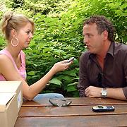 """Uitreiking DVD Sjaak Bral """"Hurken in de Berm"""", Gordon Heuckeroth in gesprek met Monica van der Marel"""