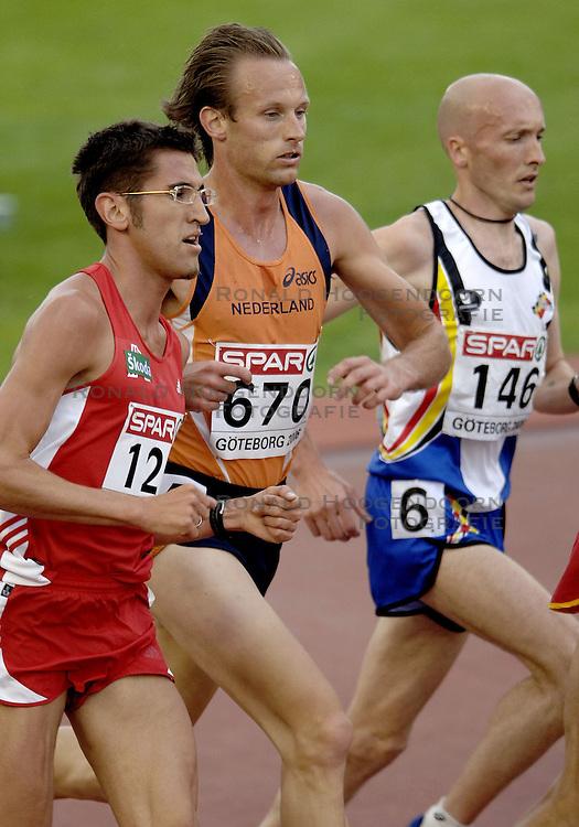 10-08-2006 ATLETIEK: EUROPEES KAMPIOENSSCHAP: GOTHENBORG <br /> Gert Jan Liefers plaatst zich vrijeenvoudig voor de finale op de 5000 meter. Liefers vecht met Martin Steinbauer en Tom van Hoogste voor een goed plekje voor de eindsprint <br /> ©2006-WWW.FOTOHOOGENDOORN.NL