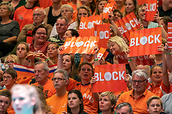 29-05-2019 NED: Volleyball Nations League Netherlands - Bulgaria, Apeldoorn<br /> Orange support, block board