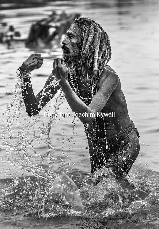 2014 10 29  Kolkata Calcutta <br /> West Bengal India Indien<br /> Malik Ghat  folkliv vid floden Hooghly eller morgon ritualer vid Ganges<br /> <br /> <br /> <br /> <br /> ----<br /> FOTO : JOACHIM NYWALL KOD 0708840825_1<br /> COPYRIGHT JOACHIM NYWALL<br /> <br /> ***BETALBILD***<br /> Redovisas till <br /> NYWALL MEDIA AB<br /> Strandgatan 30<br /> 461 31 Trollhättan<br /> Prislista enl BLF , om inget annat avtalas.